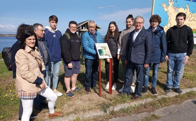 Miguel López guía a los alumnos del XI Foro Comunicación por su ruta literaria en Figueras