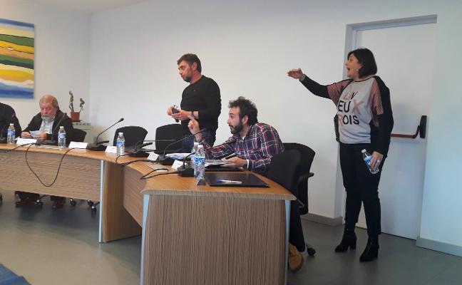 PP e IU abandonan el Pleno durante el debate sobre el geriátrico de Luanco