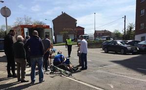Un ciclista arrolla a una mujer que cruzaba la calle del Carmen sin mirar