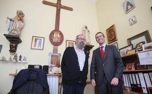 La cofradía de Jesús Cautivo consigue el indulto de un preso ovetense