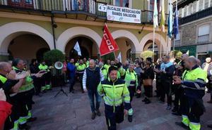 Los trabajadores municipales de Langreo ponen fin a su encierro