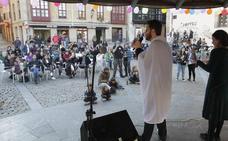 'Frixuelada' popular en Oviedo frente a los actos de PP y Vox en el inicio de la campaña electoral