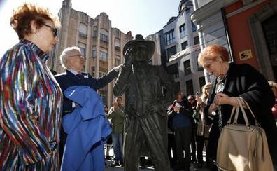 Oviedo se rinde a los pies de Tino Casal