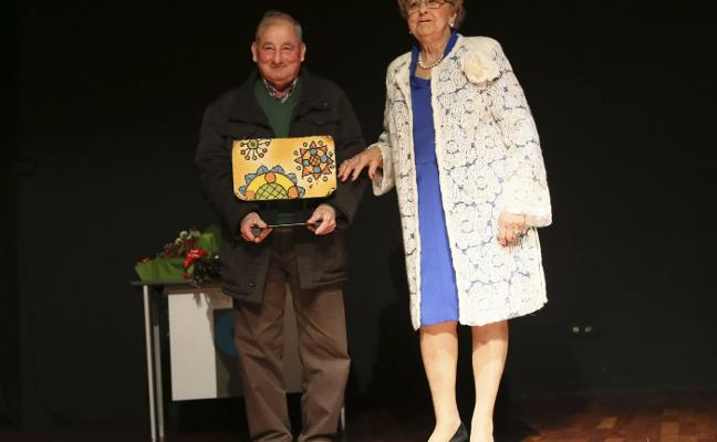 La Sidrina premia a los organizadores de El Carbayu «por engrandecer la fiesta»
