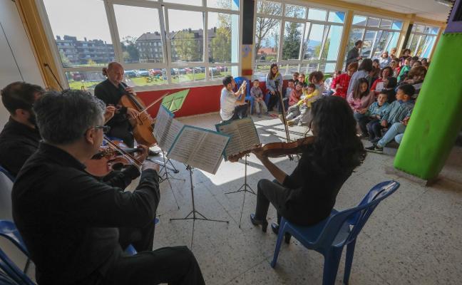 La OSPA lleva la música clásica al colegio San Cristóbal