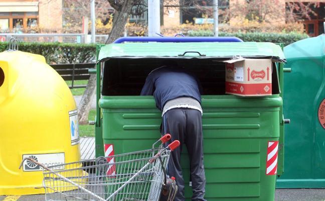 Multas de 900 euros por rebuscar en la basura