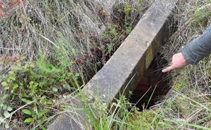 Alertan del peligro de un pozo de dos metros de profundidad en el 'solarón', en Gijón