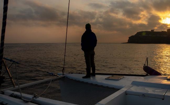 Navegar por Asturias junto a los delfines