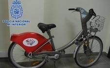 Detenido en Gijón un joven que iba en bicicleta y robaba vehículos de la misma marca