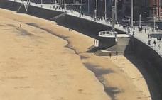 La playa de San Lorenzo, negra una vez más