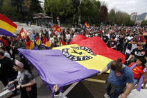 La manifestación a favor de la república cruza las calles de Oviedo