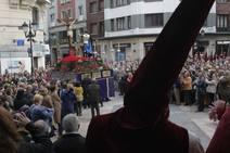 La Hermandad de los Estudiantes procesiona en Oviedo el Domingo de Ramos