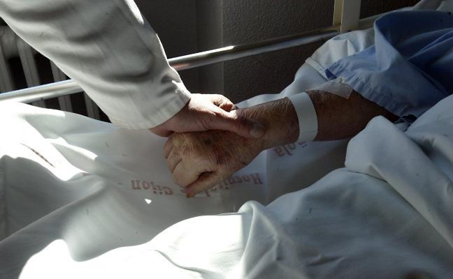 Familiares y enfermos piden reforzar y ampliar las unidades de cuidados paliativos en Asturias