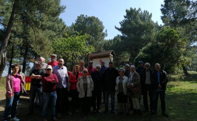 Homenaje del Ateneo Republicano y el PSOE en el pinar de Salinas