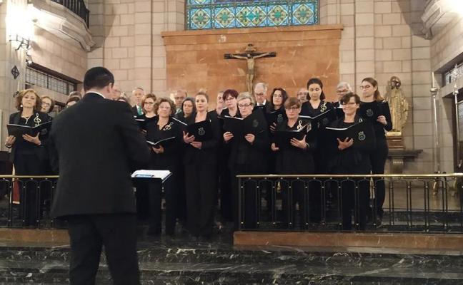 Concierto de música sacra del coro Peñasanta en la iglesia de Cangas de Onís