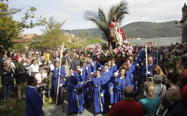 Ciudad Naranco se vuelca con la procesión de La Borriquilla