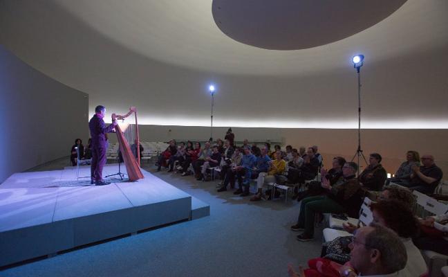 El arpa de Manuel Vilas suena en el Niemeyer
