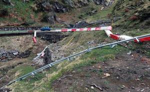 Nuevos desprendimientos de rocas en la carretera de San Isidro desatan la indignación