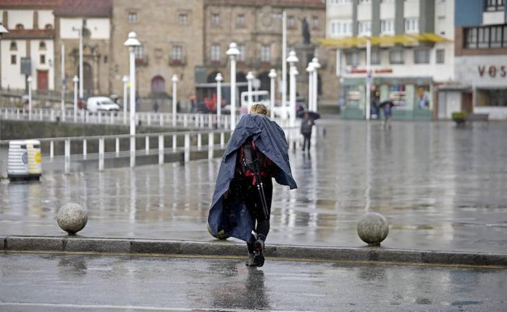 Mal tiempo en Gijón para arrancar la Semana Santa