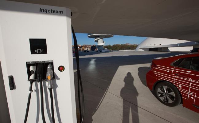 Las licencias de puntos de carga de coches eléctricos se tramitarán a partir de mayo