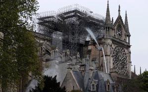 Notre Dame, pendiente de los daños en su estructura