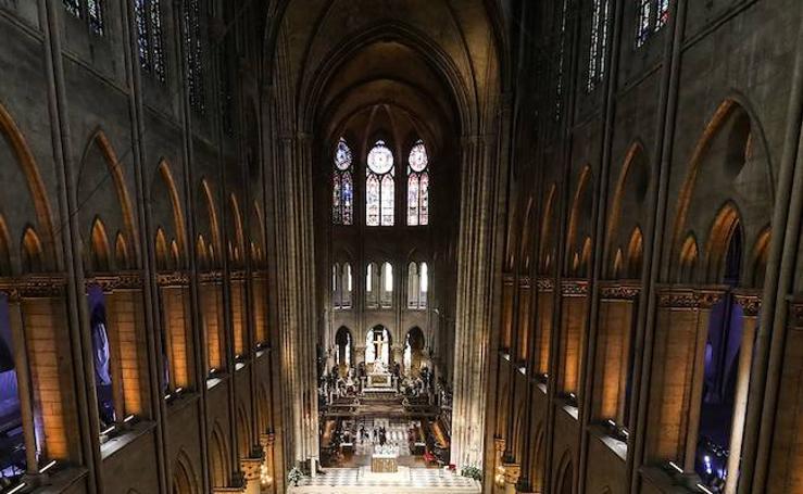 El interior de la Catedral de Notre Dame tras el incendio