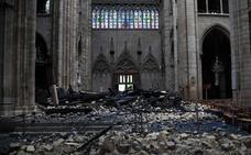 Macron promete reconstruir Notre Dame «en cinco años y hacerla más bella»