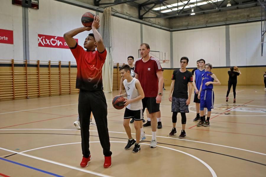 II Campus de Semana Santa del Teslacard Círculo Gijón y del Club Baloncesto Pumarín
