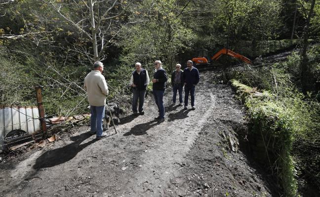 Comienza la adecuación de la ruta alternativa a Fresneo, en Laviana