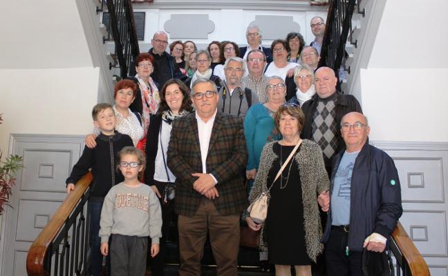 Vecinos de Herstal, en Bélgica, visitan el Ayuntamiento de Mieres