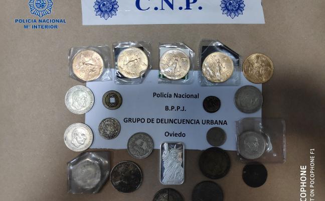 La Policía detiene a una mujer por robar joyas y monedas de oro a su expareja
