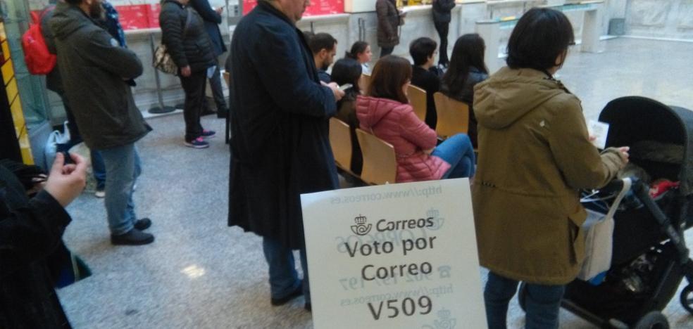 Colas para los primeros votos
