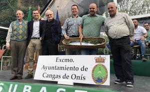 Casa Pedro, de San Juan de Parres, se hace con el campanu del Sella por 7.100 euros