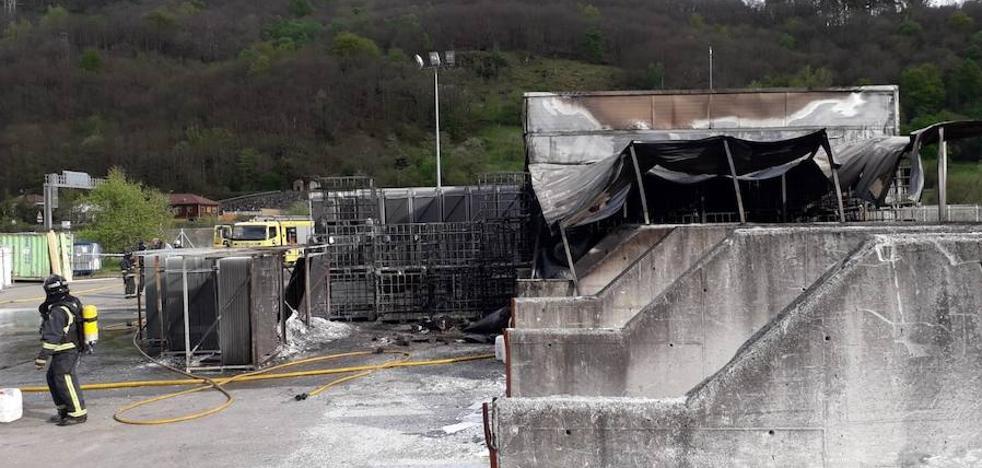 Un trabajador de Rioglass, intoxicado por humo en un incendio en las instalaciones de Lena