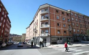Tasmin, la niña que se precipitó desde una ventana en Oviedo, mejora su estado