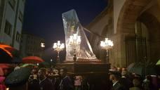 El Nazareno sale pese al agua en Luarca