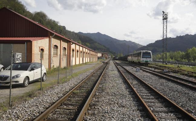 Renfe refuerza el taller de Figaredo y compra trenes para la línea de Baíña