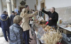 Mercado solidario y brindis por la sidra