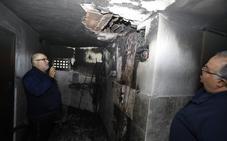 Desalojados los vecinos de seis viviendas de un edificio por un incendio en Langreo