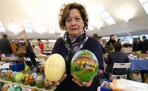 El Mercáu Polesu abre con diecinueve artesanos de Güevos Pintos y cincuenta expositores