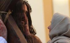 La emotiva recreación del Vía Crucis de Infiesto