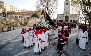 Silencio y devoción el Sábado Santo en Gijón