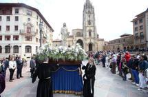 Procesión del Cristo Resucitado en Oviedo