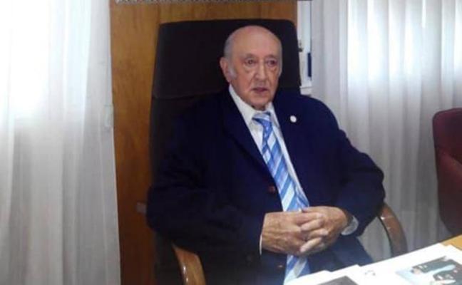 Adiós a Julián Burgos Pascual, decano de las letras asturianas