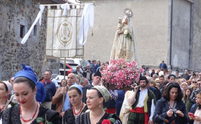 Cientos de romeros para celebrar la Flor de Pría