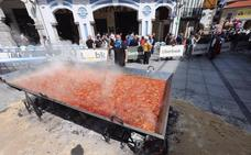 Más de cinco kilómetros de mesas en la calle esperan a 15.000 comensales en Avilés