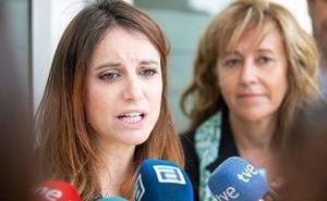 Andrea Levy defiende «hacer fuerte» al país «trabajando» y no «gritando muy fuerte España»