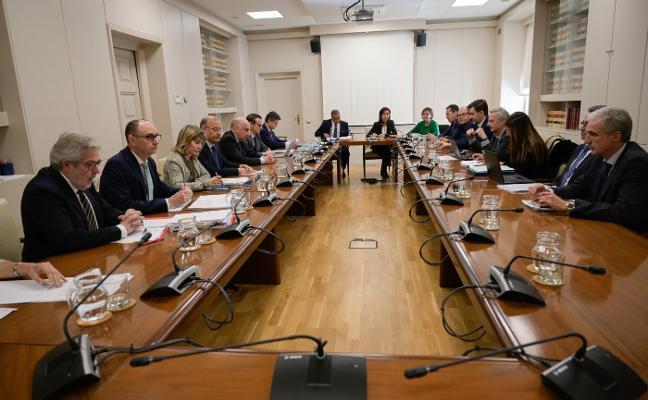 Una comisión se reunirá cada tres meses para vigilar que se cumpla el nuevo plan de vías