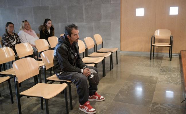 El acusado de robar en dos casas en Mieres acepta cuatro años de cárcel