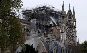 Obreros de Notre Dame confiesan que fumaron en los «andamios» a pesar de estar prohibido